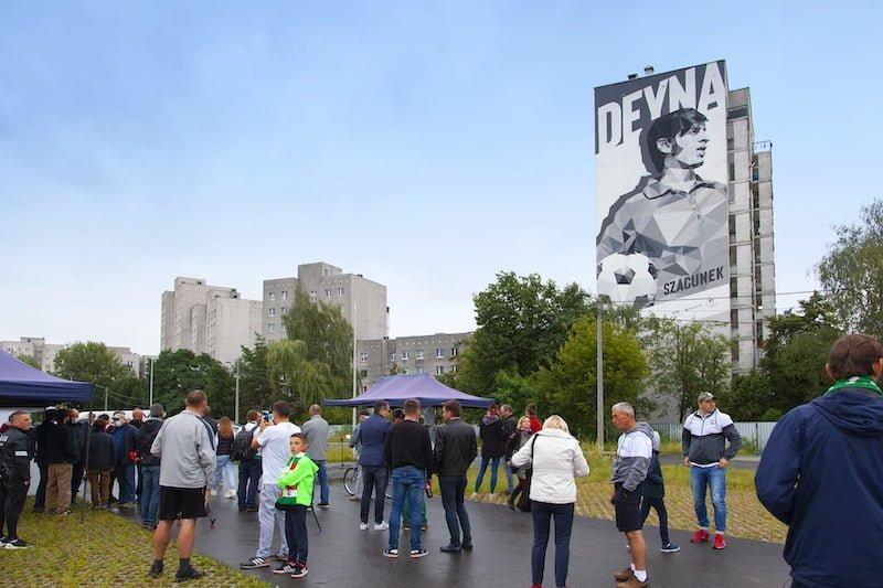 antysmogowy mural w Warszawie z wizerunkiem Kazimierza Deyny