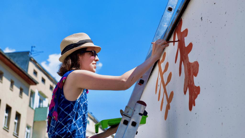 Malowanie eko muralu na Przedmieściu Oławskim we Wrocławiu; KNOxOUT farba antysomogowa