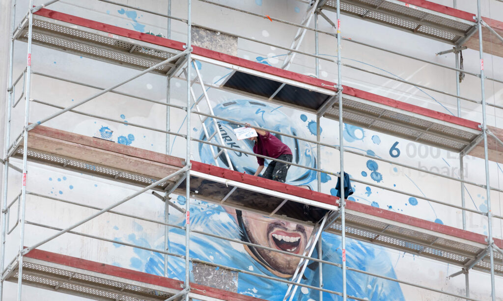 Kami Hajda eko mural antysmogowy firmy Sii w Warszawie, farba KNOxOUT